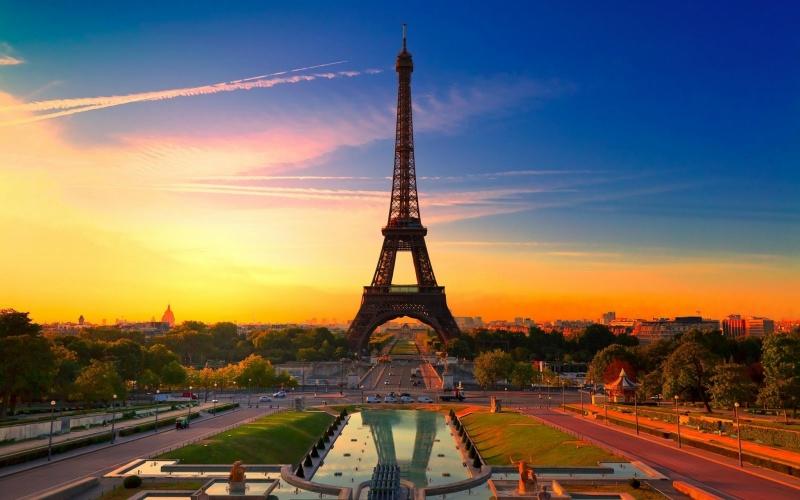Mộng thấy vào thăm quan tháp Eiffel mang lại điều may mắn và cơ hội cho chủ nhân