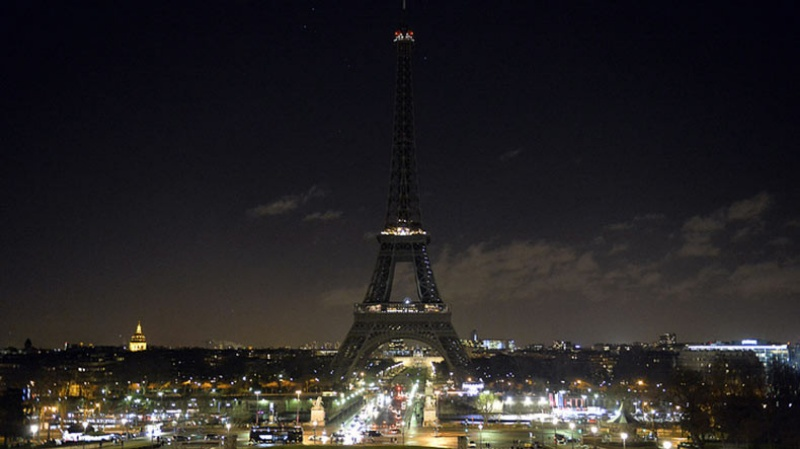 Chiêm bao thấy tháp Eiffel bị mất điện tương ứng cặp số 07 - 21.