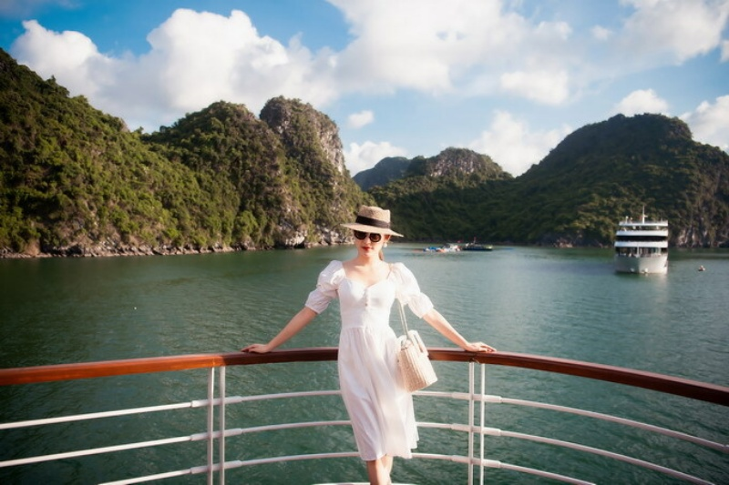 Mơ thấy bạn đang đứng trên boong thuyền để thưởng thức cảnh đẹp của vịnh