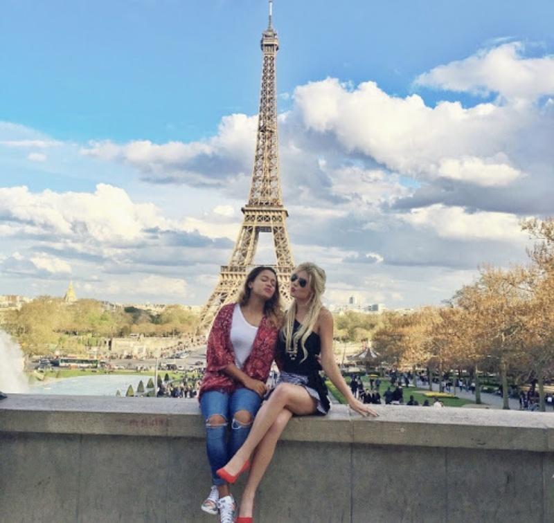 Mộng thấy đi Pháp cùng bạn bè